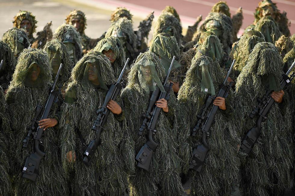 צלפים מוסווים ביום חגה של המשטרה הלאומית במנילה, הפיליפינים (צילום: AFP)