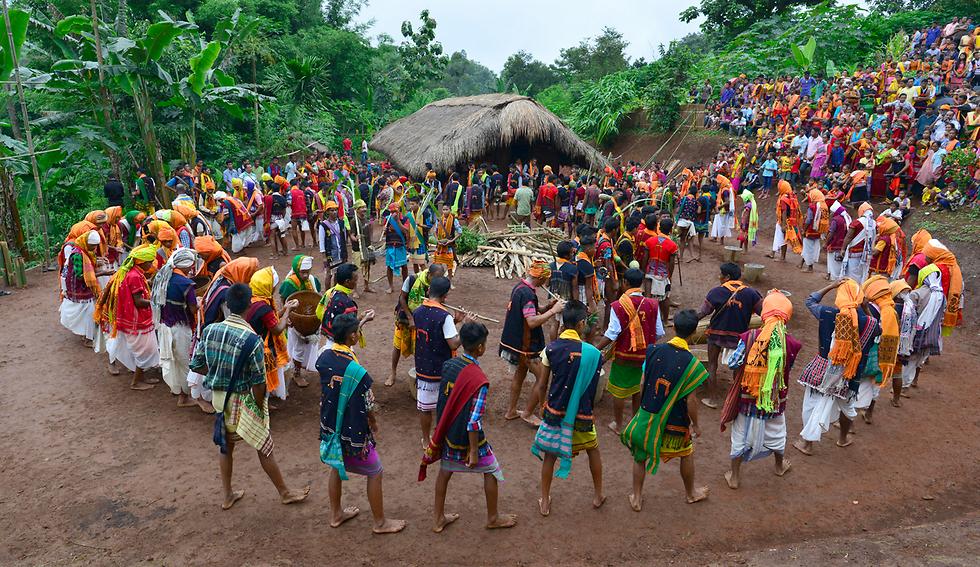 ריקוד שבט באסאם, הודו (צילום: EPA)