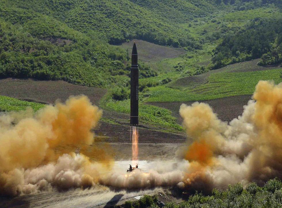 """""""הטילים תלויים ברכיבים שמייצרות מכונות ה-CNC, (צילום: AP)"""