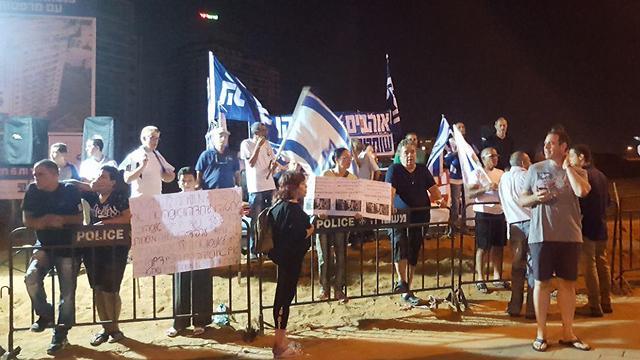 המפגינים מהצד השני (צילום: יאיר שגיא)