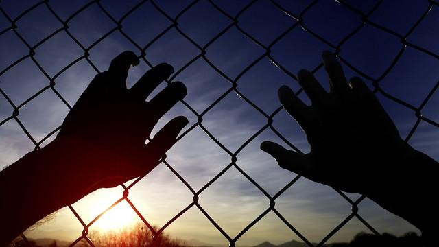 הפרדה בין האסירים. אין בה כל צורך (צילום: shutterstock)