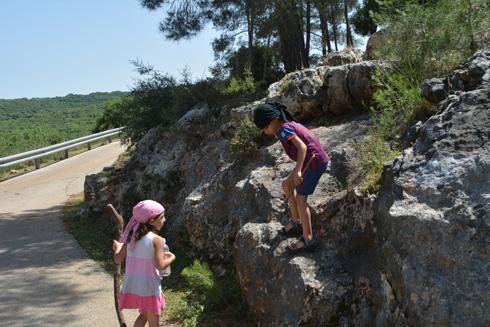 מטיילים בצפון הארץ? לא, אלה מערות אפקה בצפון תל אביב!
