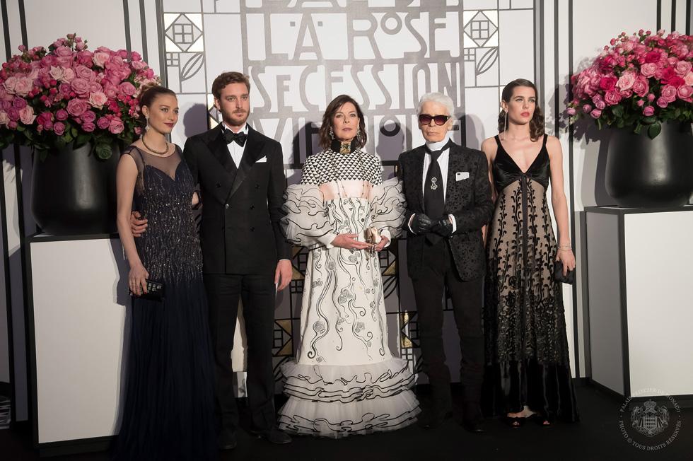 מימין: שרלוט קסיראגי, קרל לגרפלד, הנסיכה קרוליין, פייר קסיראגי וביאטריס בורומאו (צילום: Gettyimages)