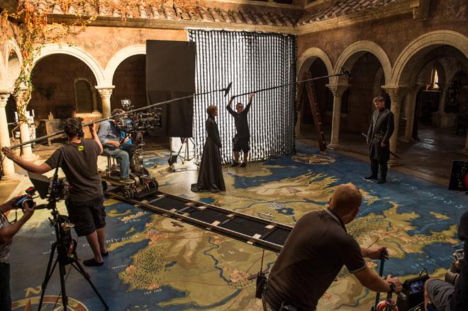 סרסיי לאניסטר בארמון במעלה מלך. ראיתי 40 פרקים בשבועיים (צילום: Helen Sloan, באדיבות yes)