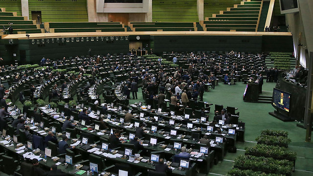 Iranina parliament (Photo: AP)