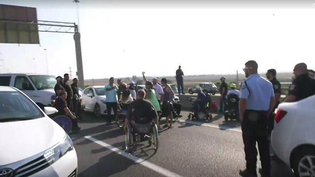 Protesters blocking Highway 4 (Photo: Matan Turkiya)