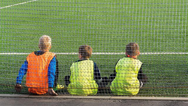 """בארה""""ב החליטו למנוע נגיחות באימונים ובמשחקים של ילדים מתחת לגיל 10 (צילום: shutterstock)"""