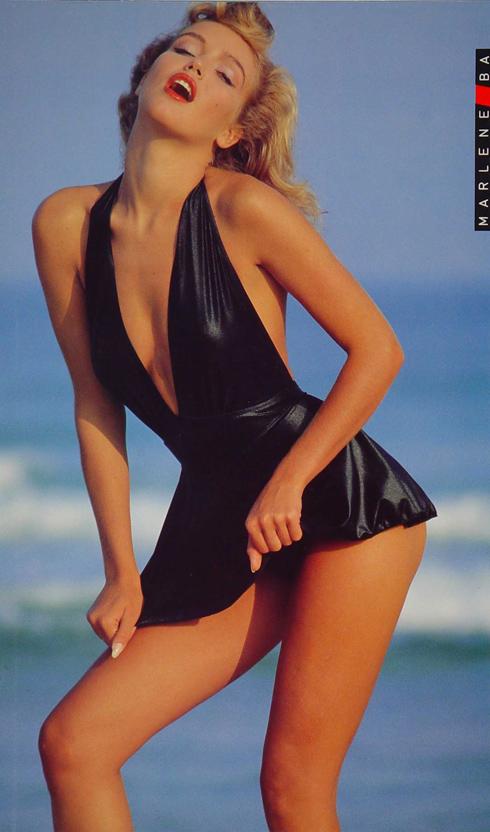 """ספיר קופמן פפושדו. """"הצילום של אמא שאני הכי אוהבת הוא עם בגד הים השחור במחווה למרילין מונרו. זה הצילום הכי איקוני שלה"""" (צילום: בן לם)"""