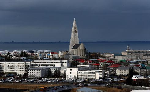 הכנסייה בולטת בעיר הבירה. המבקרים יכולים לטפס למגדל ולצפות בנוף. פנים הכנסייה הצנוע עלול לאכזב (צילום: GettyImages)