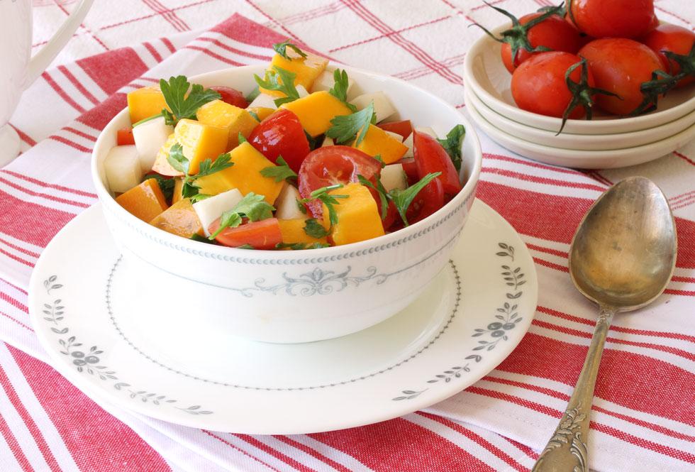 סלט מנגו, עגבניות שרי וקולרבי (צילום, סגנון והכנה: אסנת לסטר)
