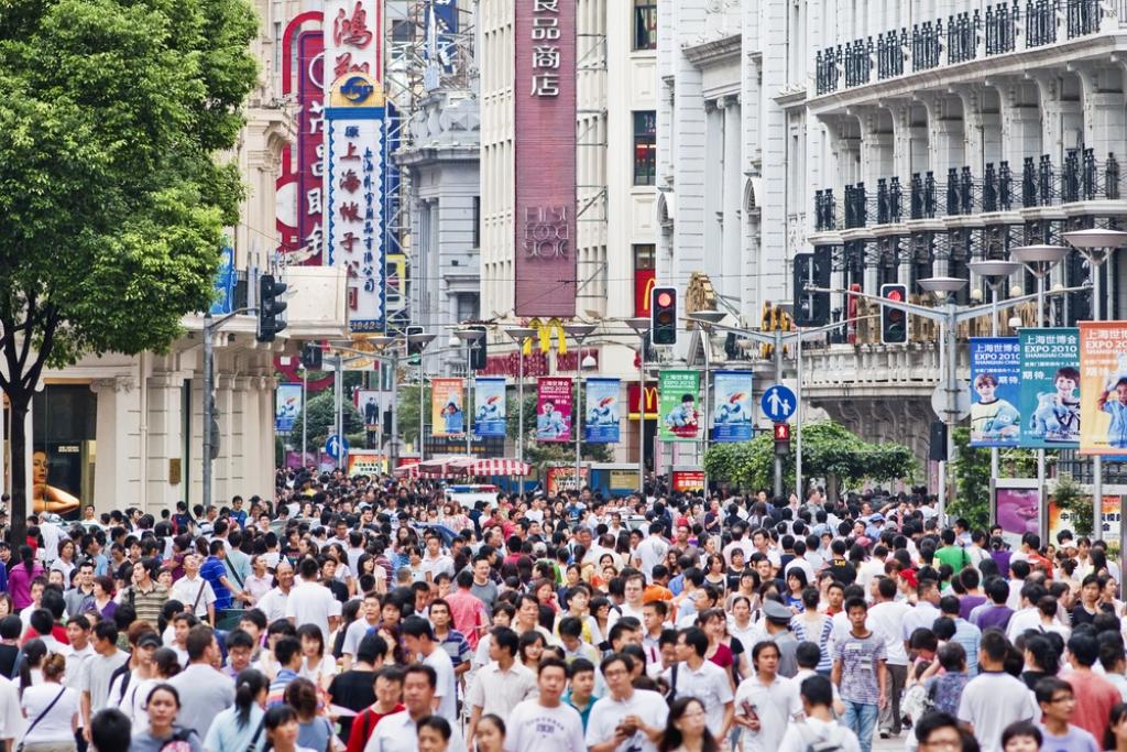 עוקבים אחר ההמונים ומנטרים את הקשר עם העולם החיצון. רחובות סין (צילום: Shutterstock) (צילום: Shutterstock)