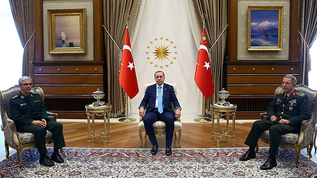 Iran's chief of staff meets with Turkish President Erdogan (Photo: EPA)