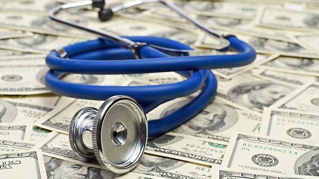 ההוצאה העיקרית והמשמעותית היא שחר טירחת המומחה הרפואי (צילום: shutterstock) (צילום: shutterstock)