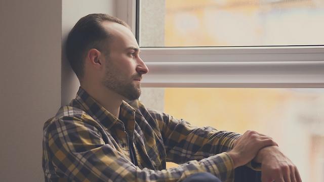 """בדידות. הגורם המרכזי לפניות לער""""ן (צילום: Shutterstock) (צילום: Shutterstock)"""