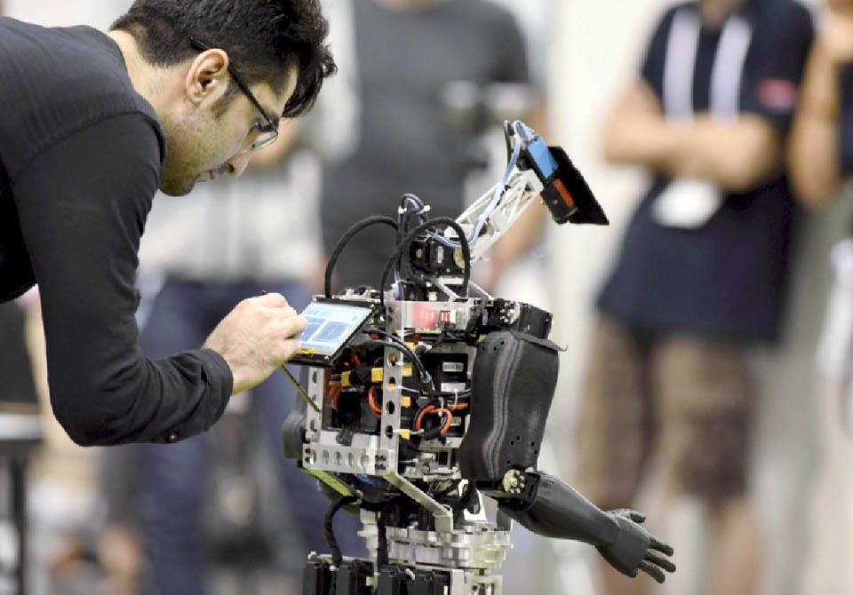 Робот-футболист, участвовавший в матче гуманоидной лиги в турнире RoboCup. Фото: Казухиро Ноги