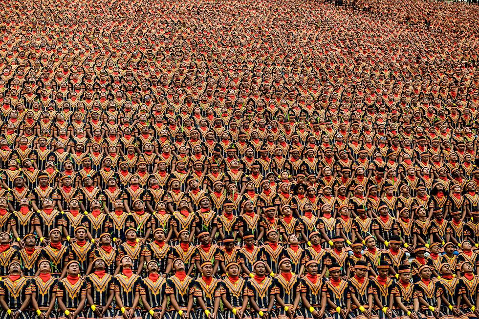 ריקוד מסורתי המוני במופע בסומטה, אינדונזיה (צילום: AFP) (צילום: AFP)