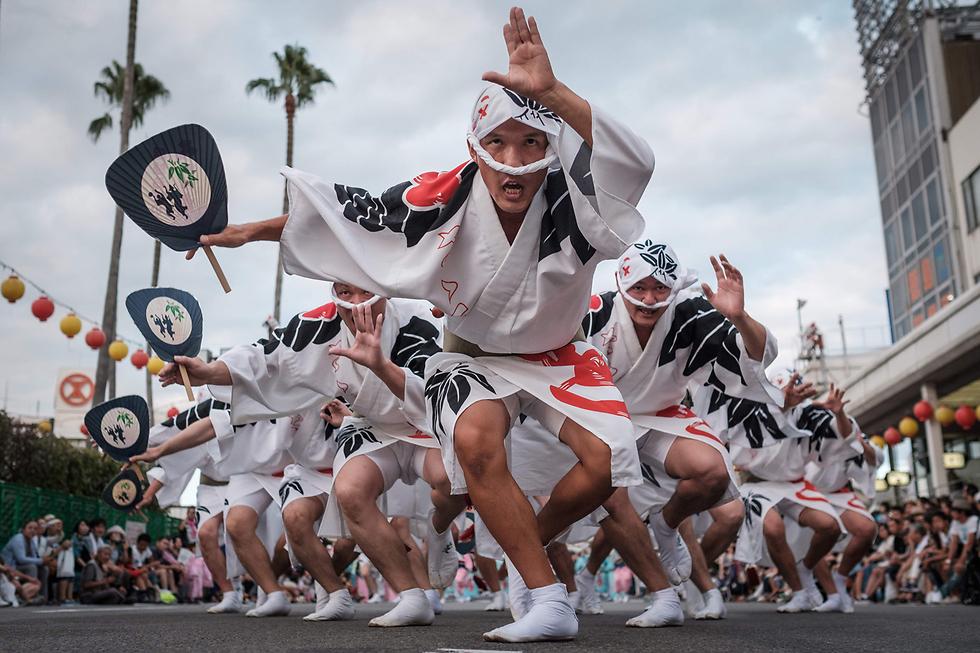 רקדנים בפסטיבל אווה אודורי בטוקושימה, יפן (צילום: AFP) (צילום: AFP)