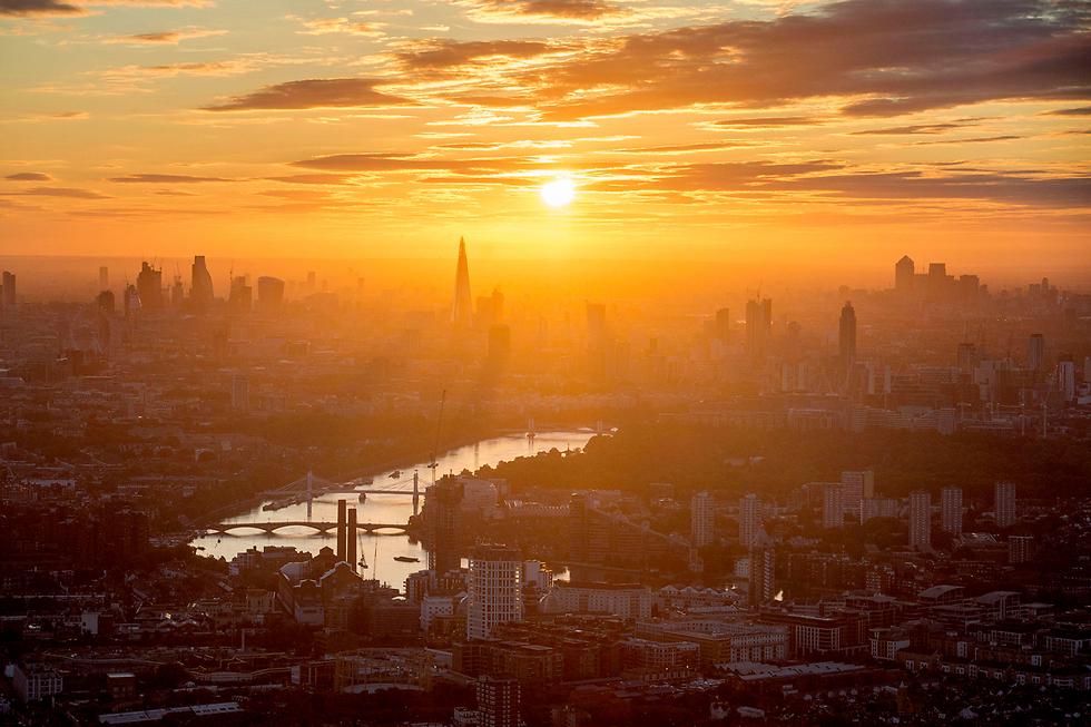 זריחה בלונדון, אנגליה (צילום: AP) (צילום: AP)