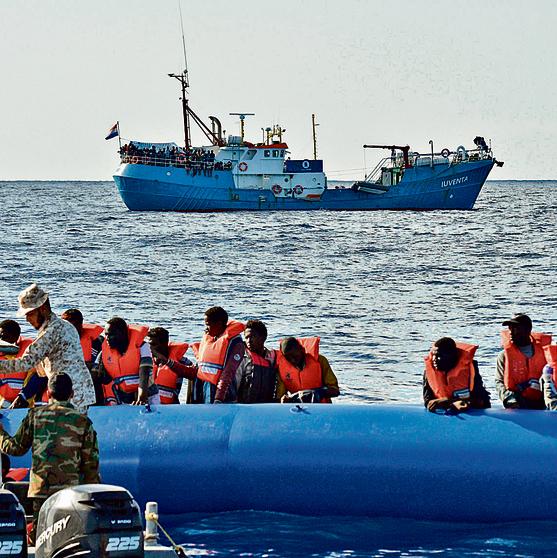 """חילוץ פליטים מול חוף לוב. """"יש דיבור על שימוש ברובוט לגביית עדויות מפליטים"""""""