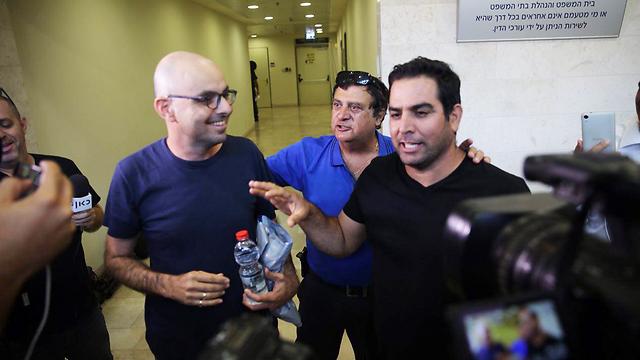 Eldad Yaniv and Meni Naftali talk to reporters in court sunday afternoon (Photo: Motti Kimchi) (Photo: Motti Kimchi)