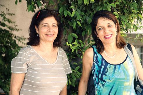 """ד""""ר מימי חסקין (מימין) וד""""ר דינה חרובי. """"התימניוּת הובנתה בתרבות הישראלית כשעבוד"""" (צילום: יריב כץ)"""