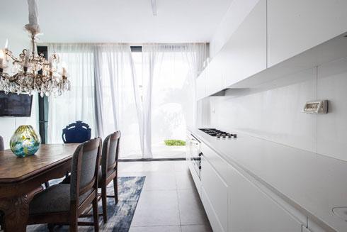 המטבח ופינת האוכל. שילוב של חדש וישן (צילום: יוגב עמרני)
