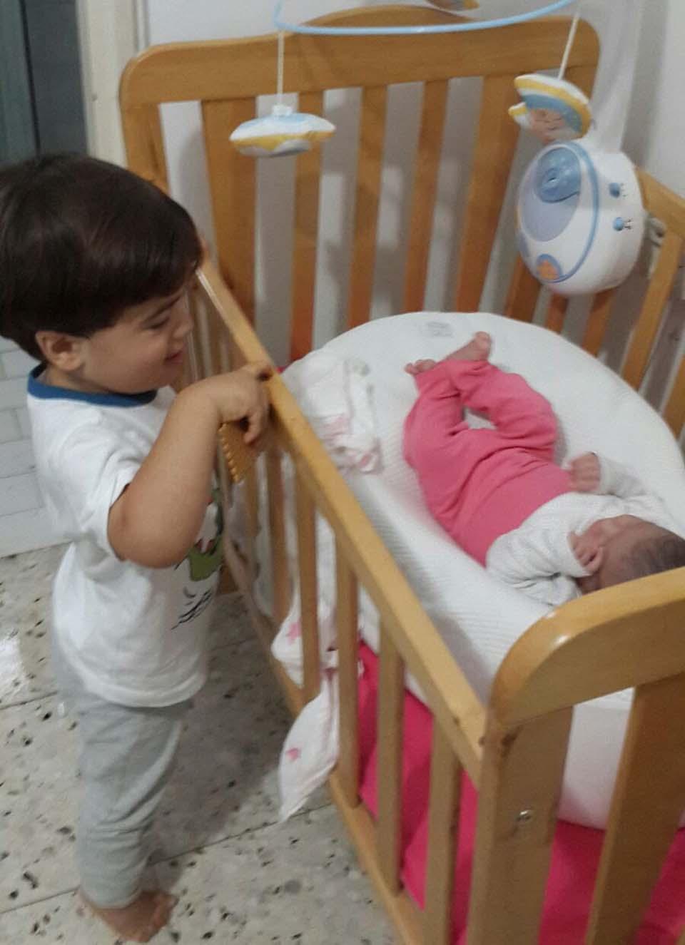 Старший брат рад появлению сестры