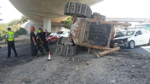 זירת התאונה (צילום: דוברות המשטרה) (צילום: דוברות המשטרה)