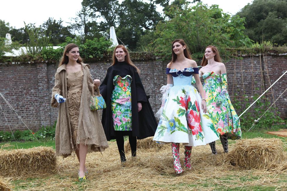 הדוגמניות בתמונה אינן מקצועיות – אלה ארבע מתוך חמש האחיות וורן, שמשתתפות בפסטיבל פורט אליוט כבר שנה חמישית! (צילום: אהרן הוכברג)