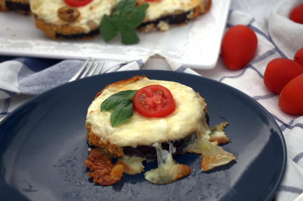 """""""פיצה"""" ללא בצק על בסיס חציל בתנור (צילום: דורית מנו-טל אור)"""