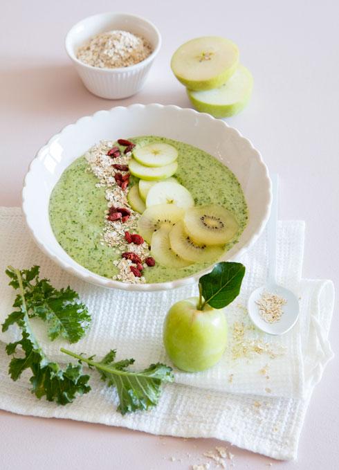 """קערת """"התחלה ירוקה"""". אצות, תפוח ועלים ירוקים - הבטחה לרעננות מתמשכת (צילום: יוסי סליס, סגנון: נטשה חיימוביץ')"""