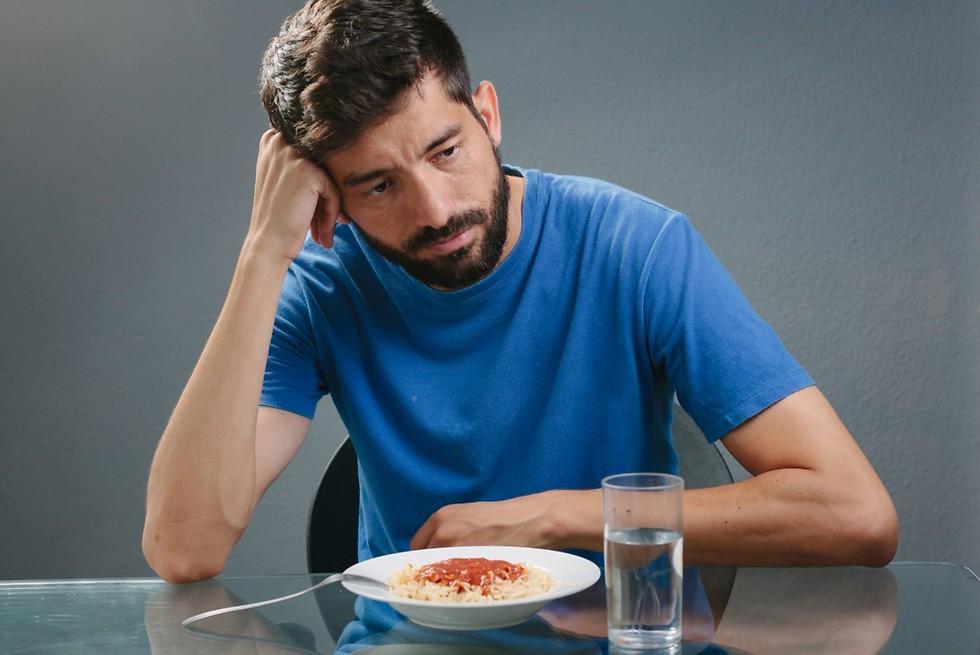 תת אבחון של התופעה. הפרעת אכילה בגברים (צילום: shutterstock) (צילום: shutterstock)