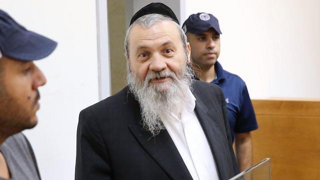 סגן ראש העיר נתניה שמעון שר בבית המשפט, היום (צילום: מוטי קמחי)
