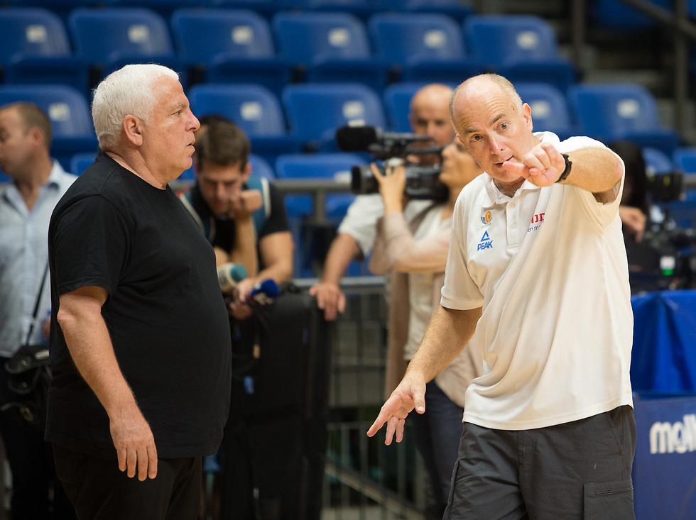 אדלשטיין וגרשון בשיחה צפופה (צילום: עוז מועלם) (צילום: עוז מועלם)