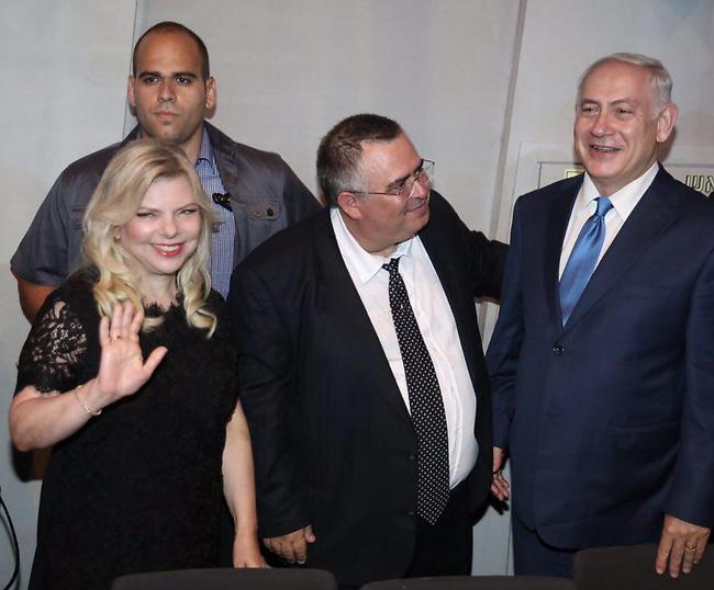 ראש הממשלה בנימין נתניהו, דוד ביטן ושרה נתניהו (אלירן אביטל)