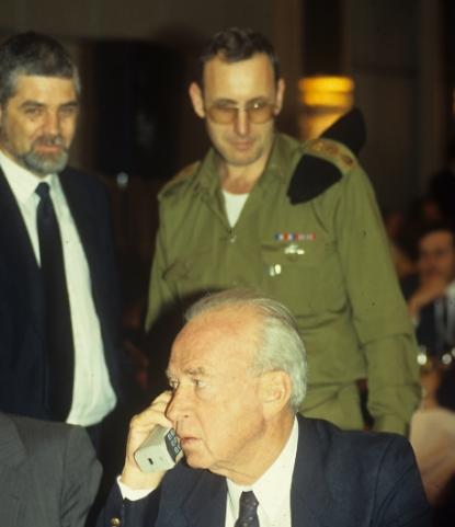 שמעון שבס (משמאל) עם יצחק רבין (צילום: אביגיל עוזי)
