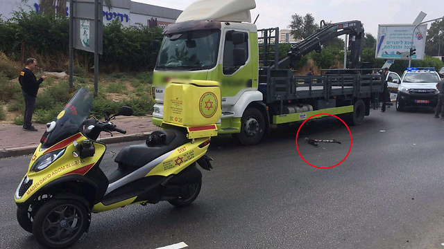"""זית התאונה ברמלה. הילד רכב על קורקינט בעת האירוע (צילום: תיעוד מבצעי מד""""א)"""