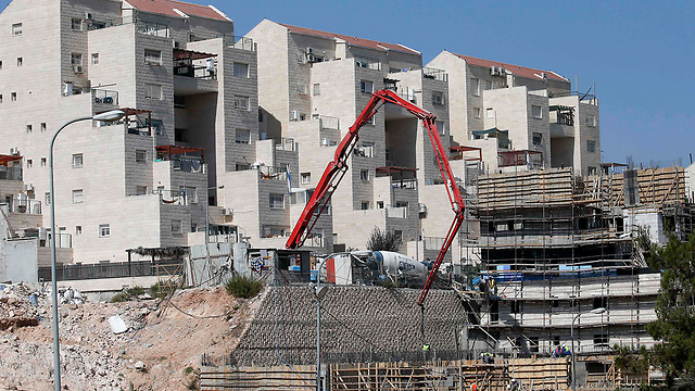Construction in Kiryat Arba (Photo: AFP)