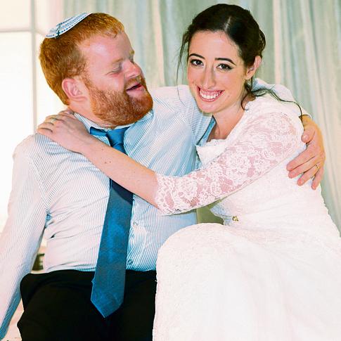 """הזוג טנקמן בחתונה. """"משמעות חברתית להצלחה"""""""