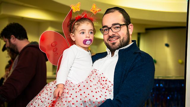 רפאל אוזן וביתו בת ה-3. (צילום: אלבום פרטי) ()