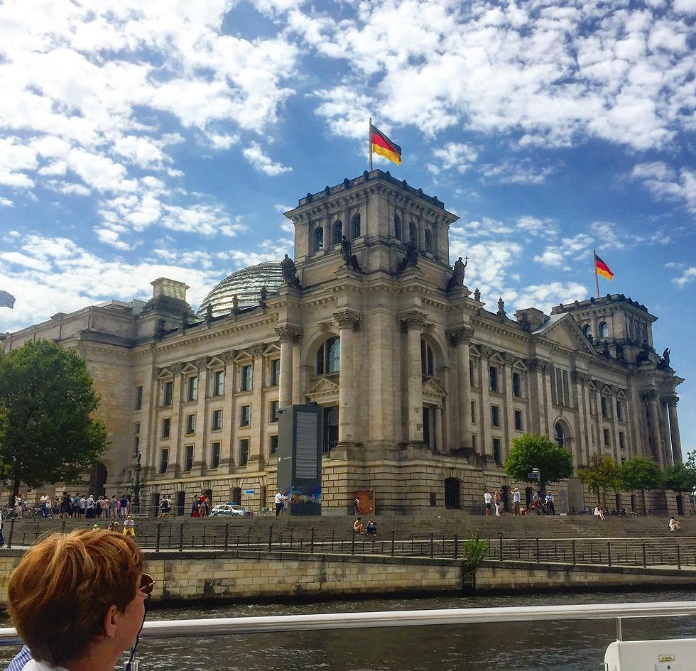 בניין הרייכסטאג כפי שנראה מהשייט (צילום: חזי מנע)