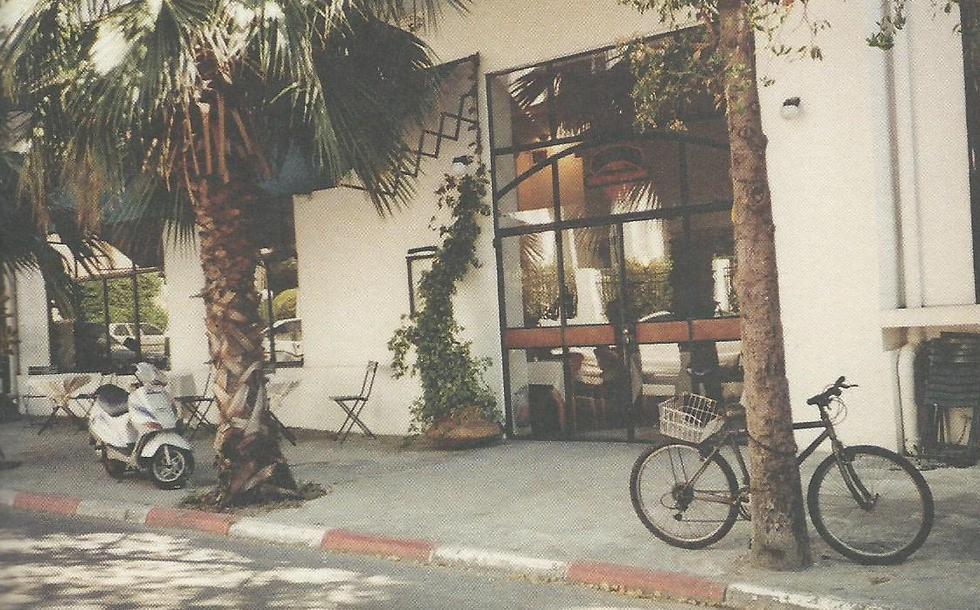 """""""פרונטו"""" ברחוב נחמני בתל אביב (צילום: צילום מתוך הספר """"pronto"""") (צילום: צילום מתוך הספר"""
