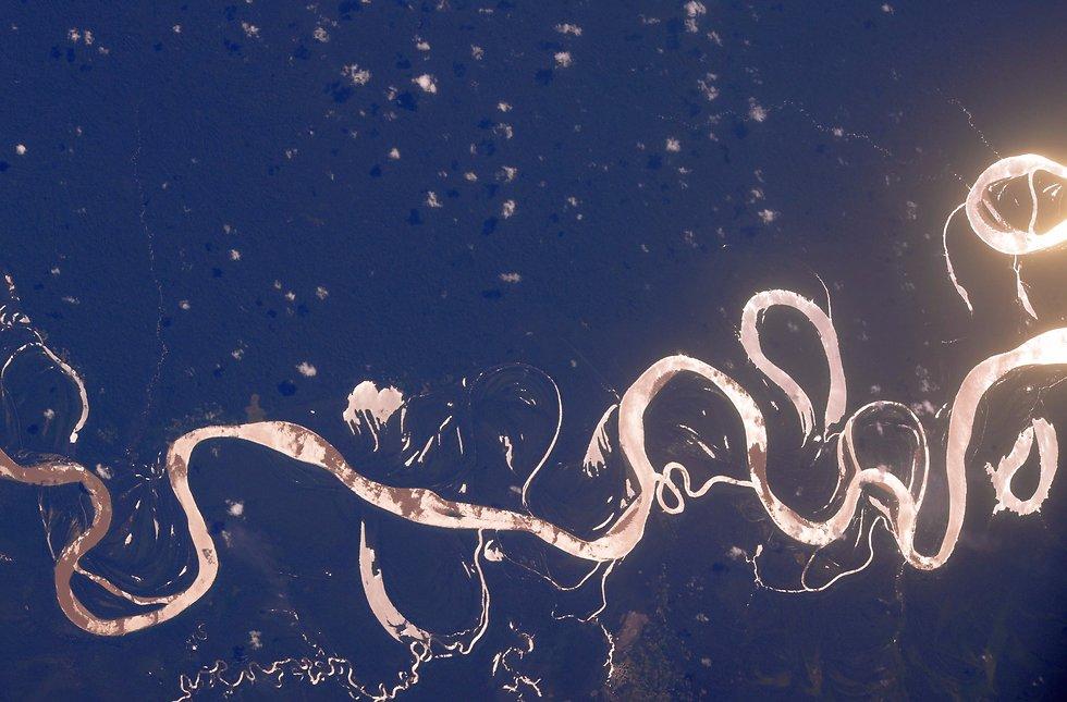"""נהר האמזונאס בברזיל (צילום: רנדי ברסניק, נאס""""א)"""