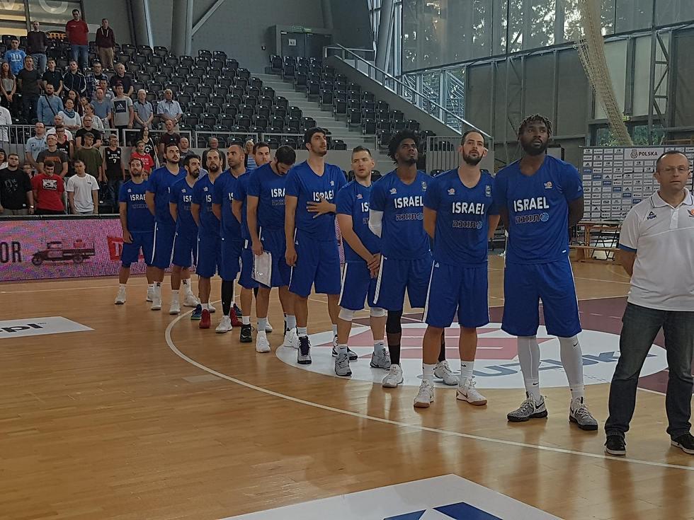 גם הנבחרת התרסקה (צילום: איגוד הכדורסל) (צילום: איגוד הכדורסל)