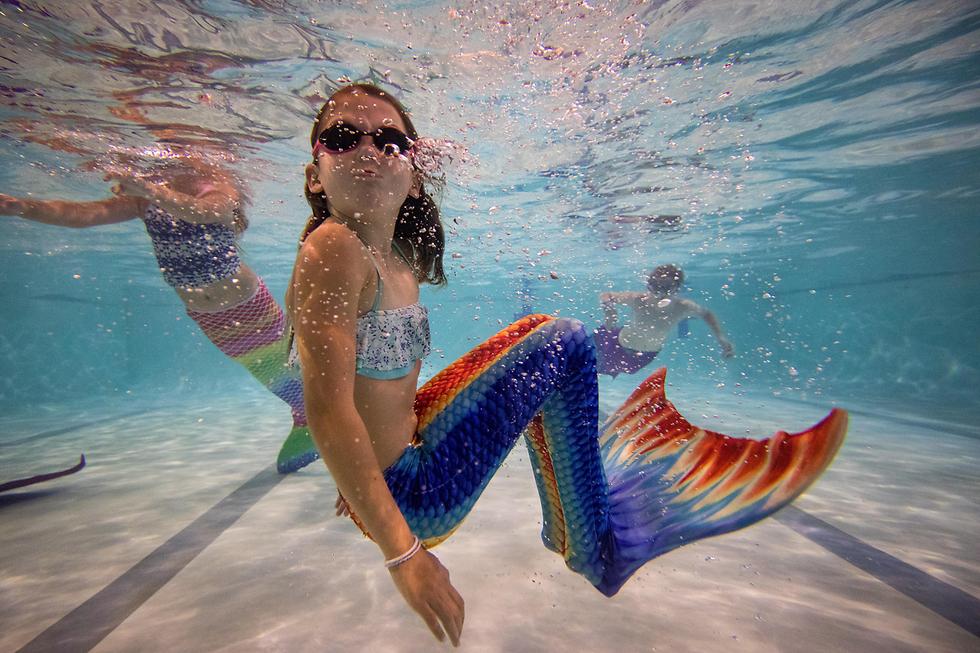 שיעור שחייה בסגנון בת הים בבורנמות', אנגליה (צילום: gettyimages)