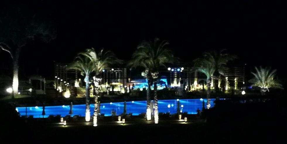 לילה במלון (צילום: אטילה שומפלבי)