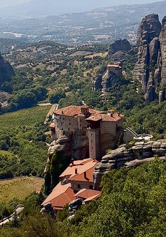 מנזר תלוי במטאורה | צילום: שרית סרדס-טרוטינו