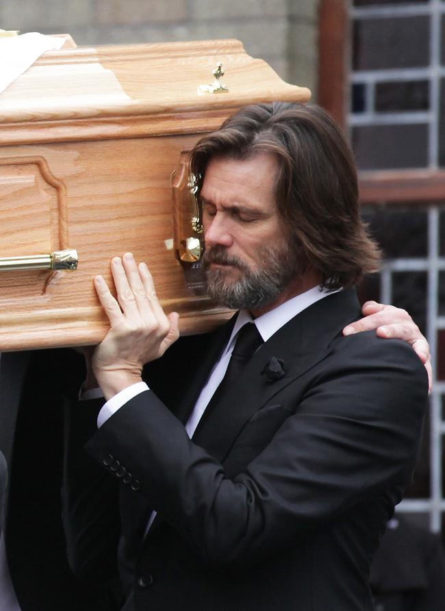 סוחב את ארון הקבורה (Gettyimages)