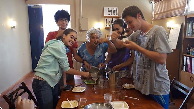 מגמת היין בכפר הנוער מאיר שפיה (צילום: רות בן ישראל) (צילום: רות בן ישראל)
