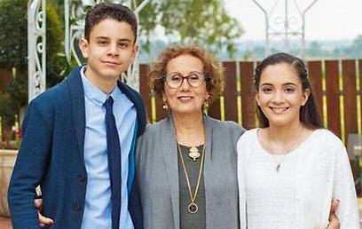 סבתא סימה והנכדים שי ונועה (צילום: עצמי ) (צילום: עצמי )